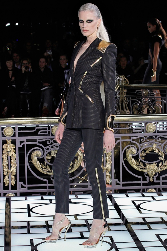 versace-couture-spring-2013-01_123225726225