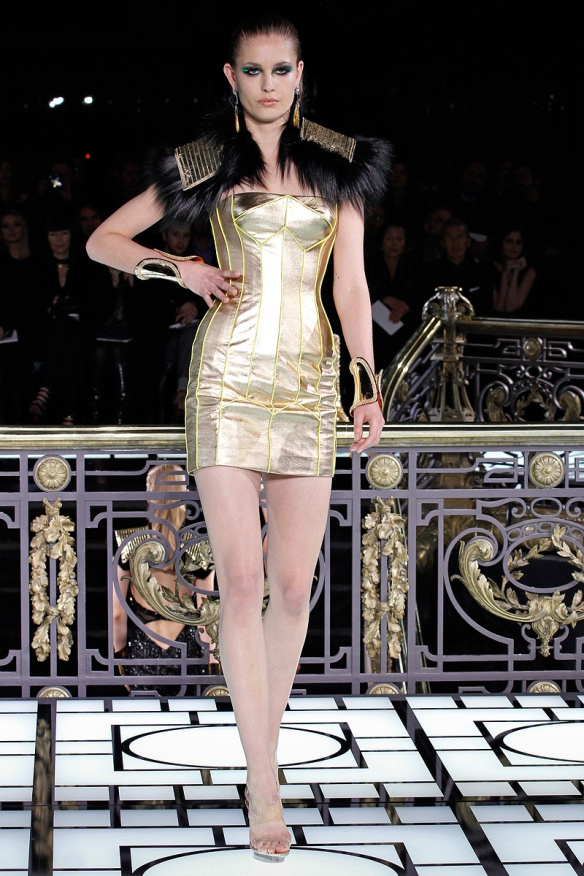 versace-couture-spring-2013-20_123242990648