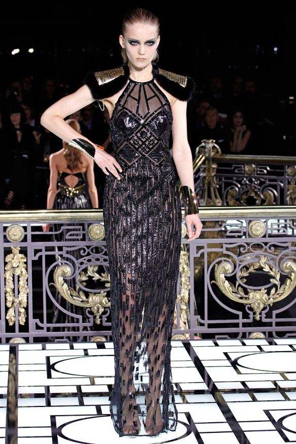 versace-couture-spring-2013-21_123243600857