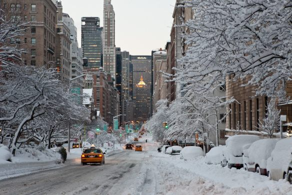 hd-wallpapers-interior-decorators-new-york-city-wallpaper-download-met-life-building-in-winter-2560x1706-wallpaper