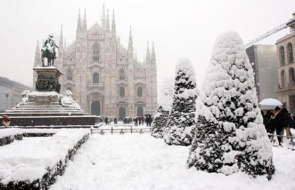 milan-cathedral_1216990i