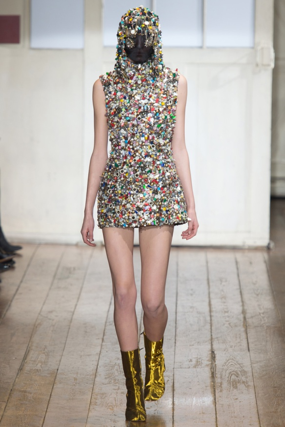 maison-martin-margiela-spring-2014-couture-runway-15_104815744532